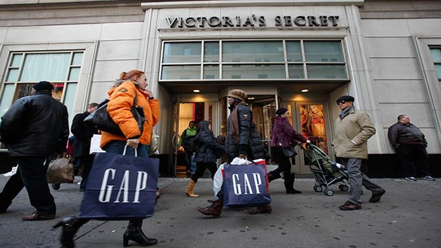 In this Dec. 18, 2010 photo, shoppers are photographed on 34th Street, in New York (Credit: AP Photo/Mary Altaffer)