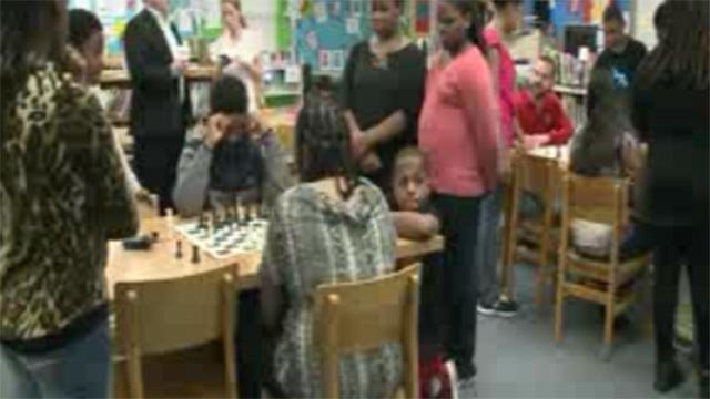 Students playing chess at Airport Elementary (Credit: KMOV)