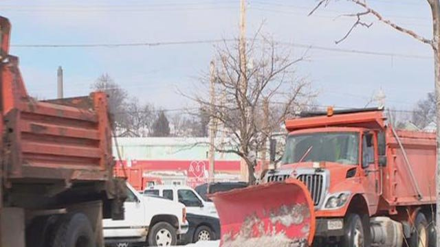 Road crews preparing for snow (Credit: KMOV)