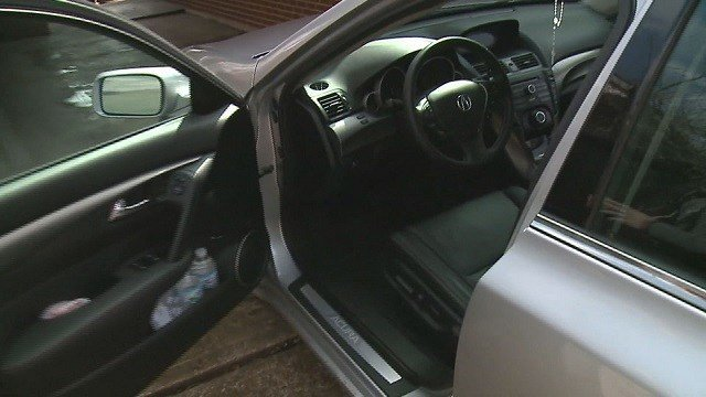 Lai Doan shows his car that was allegedly broken into. (Credit: KMOV)