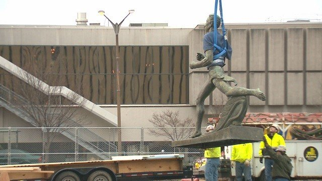 Runner Statue being temporarily removed from Kiener Plaza (Credit: KMOV)