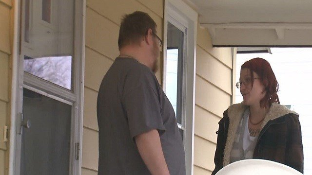 Kimberly Minard, right, and her boyfriend, Jonathan Basler speak about being robbed. (Credit: KMOV)