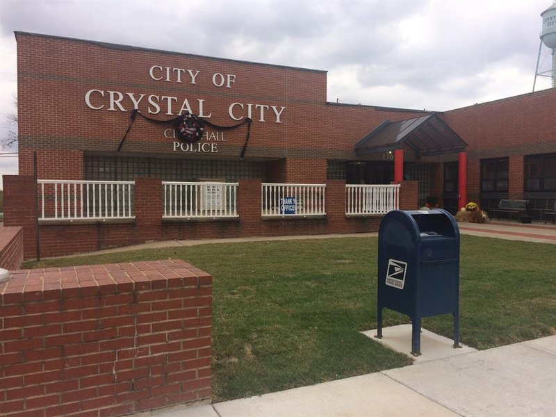 Crystal city shooting critically injures 19 year old woman for 6167 motors crystal city mo