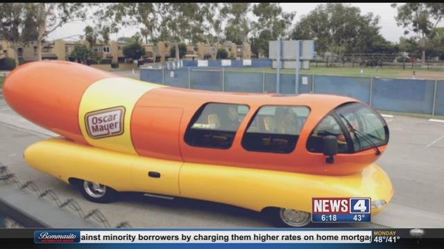 Oscar Mayer Wienermobile as well Wienermobile  es To Franklin together with Start Your Engines You Can Now Lease The Oscar Mayer Weinermobile additionally 10 Food Trucks Qui Sortent Vraiment De Lordinaire besides Drive Wienermobile Memory Lane Gallery 1 1401109. on oscar mayer wienermobile 1936