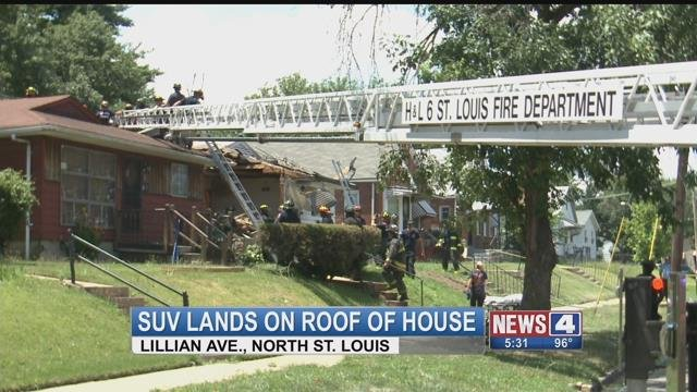 Speeding Suv Crashes Into Roof Of St Louis Home Kmov Com