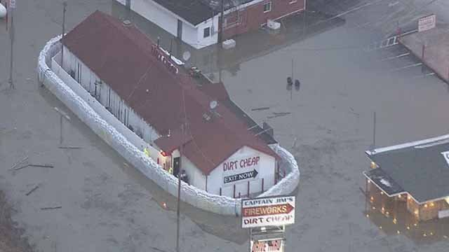 Owners of dirt cheap saved by sandbags in west alton for Cheap topsoil