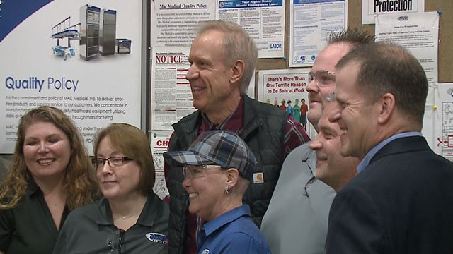 Illinois Gov. Bruce Rauner mets with Metro East plant workers Friday (Credit: KMOV)